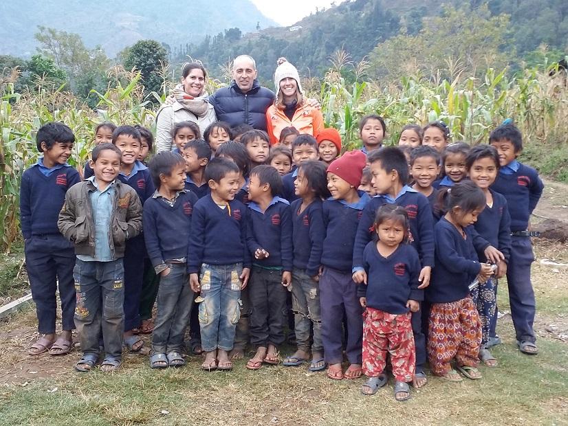 Laura y Alba, emocionadas en Nepal
